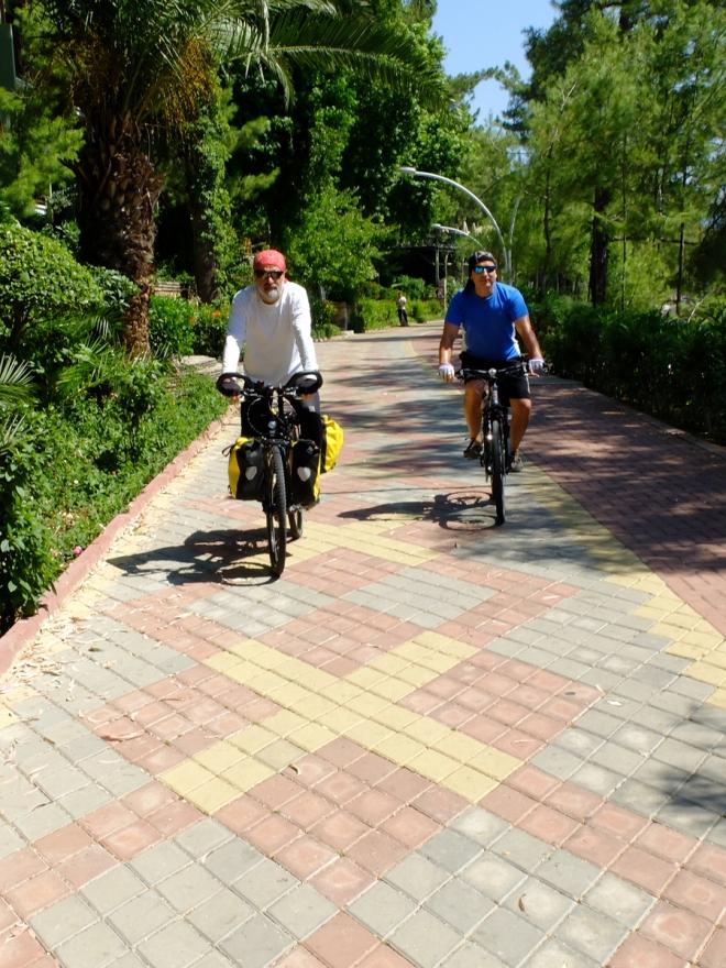 Marmaris  - İçmeler arası. Bisikletli yaşamın reklam filmi lezzetinde bir yolculuktu.