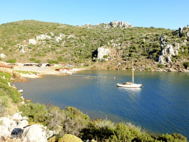 Bozburun, tekne yapımıyla ünlü bir belde. Mavi turun önemli uğrak noktalarından.