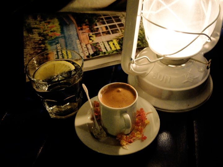 Günün yorgunluğu, akşam içilen kahveyle keyfe dönüştü.