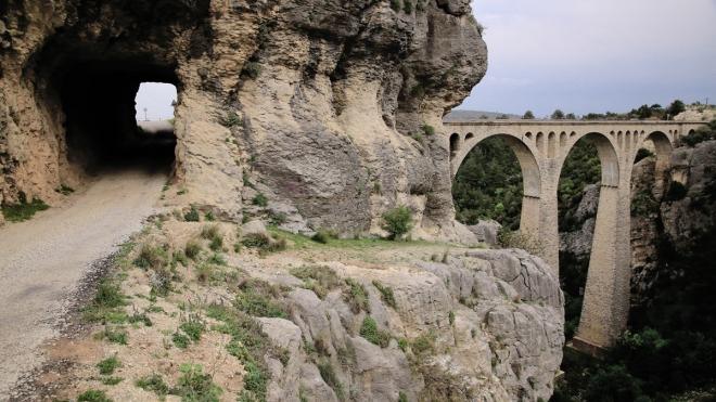 Varda Köprüsü Karayolu Geçidinin oradan